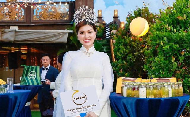 Nữ hoàng sắc đẹp thế giới Maria Hồ Oanh Yến mở Yến Đan - Yến Hũ Tươi Nguyên Chất