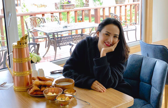 Ngọc Diễm cho con gái học bắn cung sau chuyến du lịch Mông Cổ