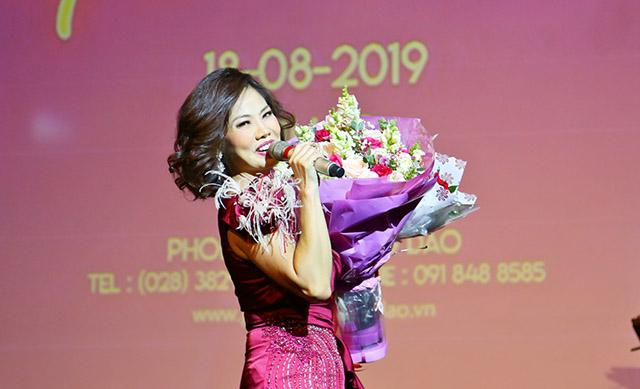 Nhiều nghệ sĩ đến ủng hộ đêm nhạc kỷ niệm 28 năm về nước của ca sĩ Hồ Lệ Thu