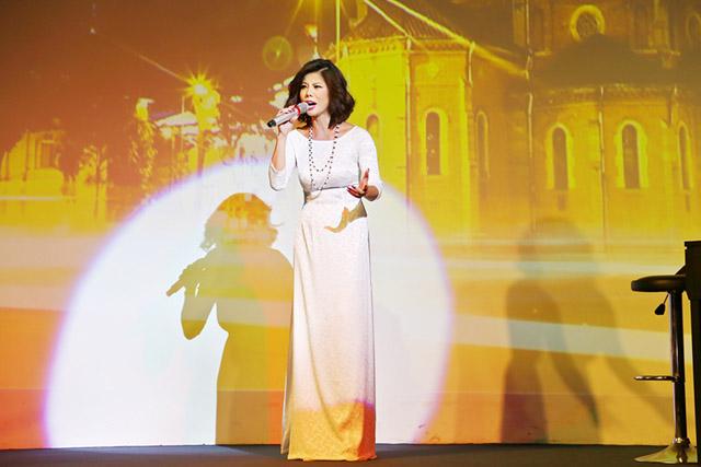 Hồ Lệ Thu tổ chức đêm nhạc kỷ niệm 18 năm khán giả xem đến nửa đêm