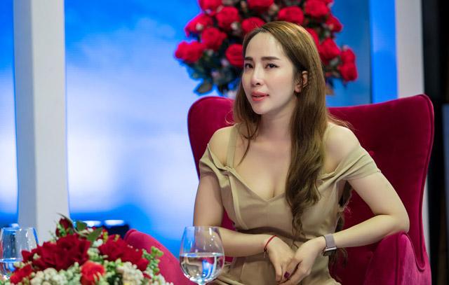 """Quỳnh Nga nói về vai diễn """"người thứ 3"""" trong bộ phim """"Về nhà đi con"""""""