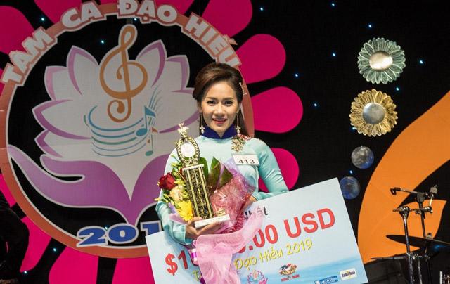 Ca sĩ Thy Nhung đăng quang Tâm ca đạo hiếu ở Mỹ, giành giải 10.000 USD