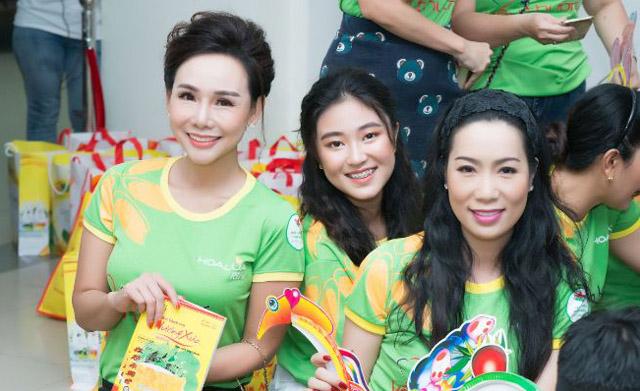 Đại sứ Trương An Xinh và Bảo Nguyên lan tỏa yêu thương từ dự án Đại sứ áo dài Việt Nam