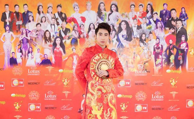 Nam vương Nguyễn Hữu Tú chuẩn bị hành trang sang Thái Lan làm giám khảo cuộc thi nhan sắc