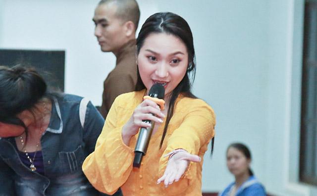 Cao Mỹ Kim hoàn thành chuyến đi trao phát hơn 800 suất quà từ thiện