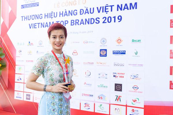 Vừa bắt tay thực hiện dự án phim nhân văn, CEO Hồ Hương đã nhận quả ngọt khi đạt Top 10 thương hiệu tín nhiệm