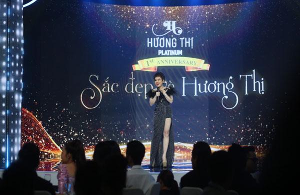 Việt Hương tổ chức tiệc mừng Hương Thị tròn một năm ra mắt