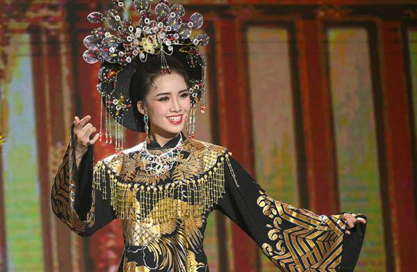 Tú Tri hát cải lương, diễn xuất nhập tâm nhận được điểm tuyệt đối từ Phương Dung, Hồng Vân