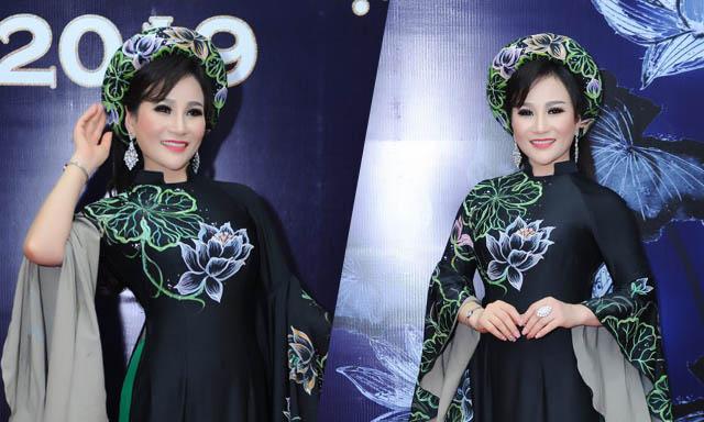 Hoa hậu Nguyễn Lan Vy chuyên nghiệp trên ghế nóng cuộc thi Quý ông Đại sứ Áo dài Việt Nam 2019