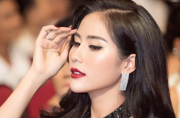 Trở về từ Miss Earth 2019, Hoàng Hạnh khoe sắc xinh đẹp tại sự kiện