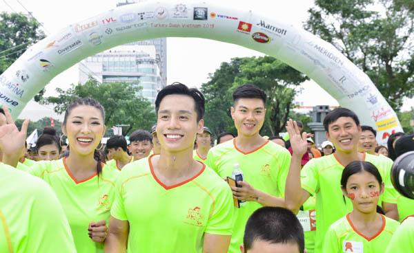 Cao Xuân Tài rủ dàn Nam vương, Hoa hậu Vietnam Fitness Model chạy bộ vì nụ cười trẻ em