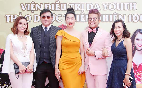 NSƯT Trịnh Kim Chi cùng dàn sao Việt rạng ngời trong lễ khai trương Viện chăm sóc da Youth
