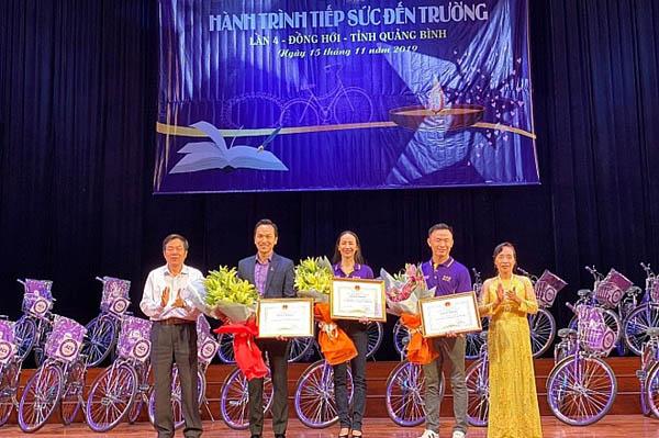 Think Big Group, Lộc Sơn Hà Land và ACE tặng gần 1 tỷ đồng cho trẻ em nghèo tỉnh Quảng Bình