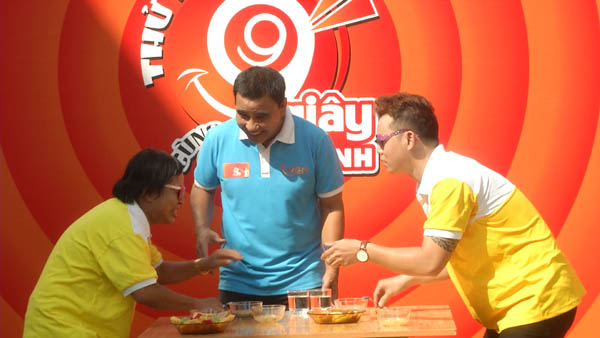 Nghệ sĩ hài Bảy Lùn và ca sĩ Huỳnh Thanh Vinh đối đầu trong Thử thách 99s cùng Quyền Linh