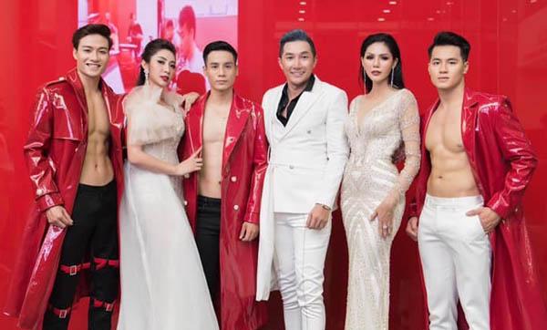 """BST thu đông lịch lãm và ma mị của NTK Nam Phong """"đốt cháy"""" sàn diễn"""