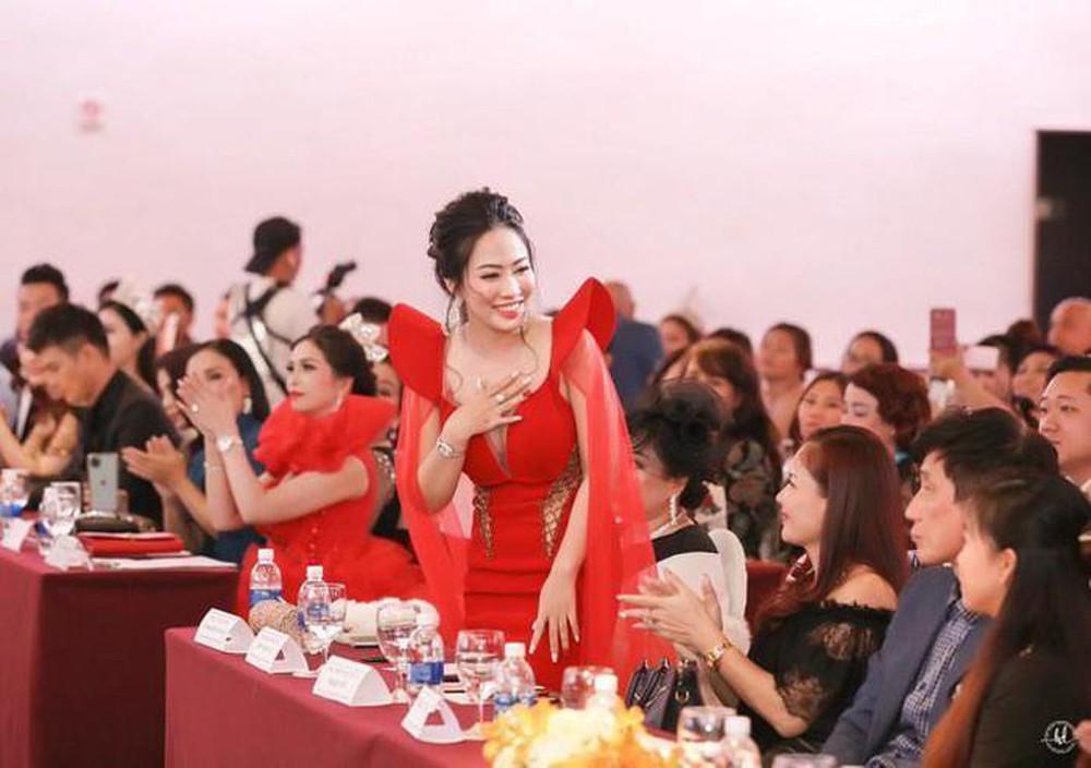 Kiều Duyên - Nữ doanh nhân khoe nét đẹp nữ tính tại 'Vinh danh Tài năng Ngành làm đẹp 2019'