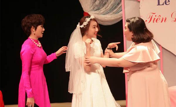 Diễn viên Huỳnh Hồng Loan lần đầu đóng hài tại Sân khấu kịch 5B