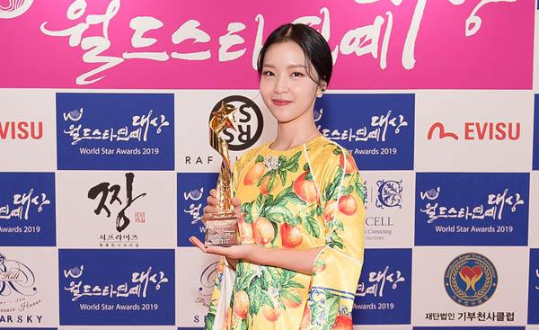 Ivone rapper của nhóm Lime bất ngờ nhận giải thưởng danh giá tại Hàn Quốc