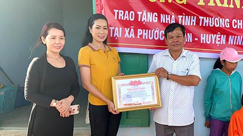 NSƯT Trịnh Kim Chi tiếp tục trao nhà tình thương cho người nghèo đón Tết