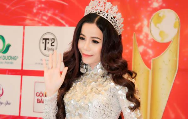 Hoa hậu Oanh Lê diện áo dài khoe vẻ đẹp sang trọng và lộng lẫy tại sự kiện