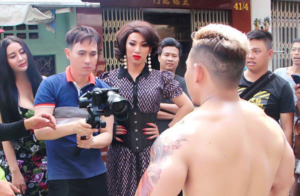 """Nguyên Vũ làm Phạm Văn Mách """"bể bóng"""" trong MV hài Vui Vẻ Hok Quạo"""