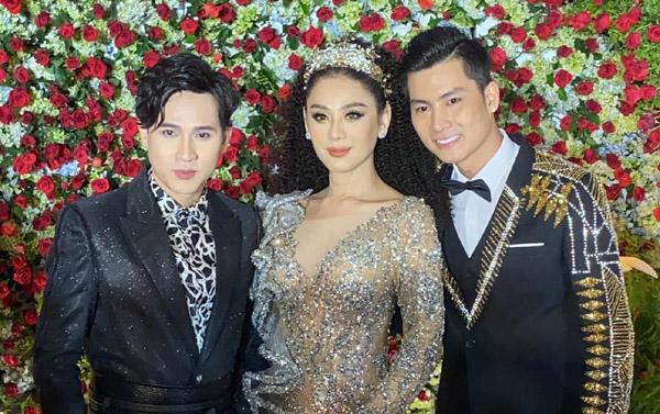 Lâm Khánh Chi khóc vì không thể tham dự trọn vẹn lễ cưới tập thể của cộng đồng LGBT do mình tổ chức