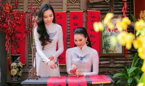 Hoa hậu Trần Ngọc Châu và á hậu Ngô Hồng Tâm khoe sắc trong bộ ảnh đón xuân