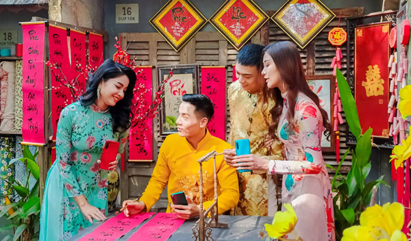 Cao Xuân Tài, Tường Vy, Công Phát, Tôn Tuyền hẹn hò du Xuân Canh Tý