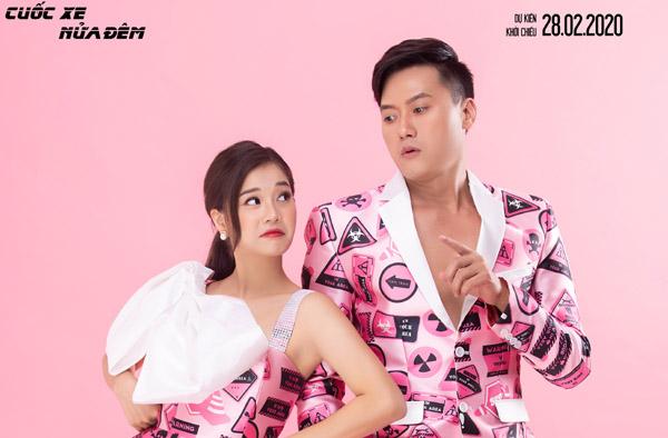 """Quách Ngọc Tuyên diện vest lịch lãm, Hoàng Yến Chibi xúng xính váy áo """"xinh hết nấc"""" dịp Valentine"""