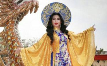 Hoa hậu thân thiện Vân Thanh lộng lẫy trong thiết kế áo dài cung đình của NTK Đức Minh