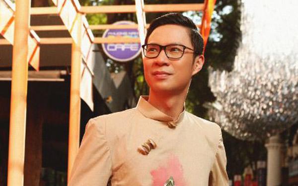 Diện áo dài Việt Hùng, MC Anh Quân lịch lãm bước lên sân khấu Lễ hội áo dài TP.HCM