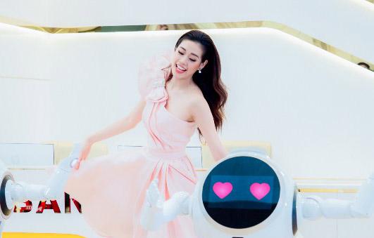 """Hoa hậu Khánh Vân tung phiên bản mới của MV """"May ghê em là Lady"""""""