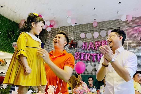 Hồ Việt Trung viết nhạc tặng sinh nhật con