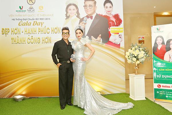 Hoa hậu Hồng Tươi nổi bật với nhan sắc xinh đẹp tại Gala Dinner