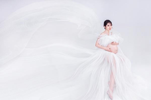 Mãn nhãn với bộ ảnh khoe bụng bầu song sinh của Hoa hậu Đặng Thu Thảo