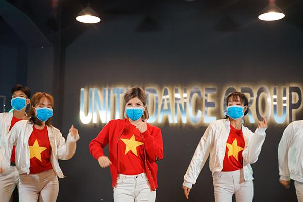 Cộng đồng mạng thích thú với MV Bye Bye Cô Vi đậm chất Huế của ca sĩ Trang Juli