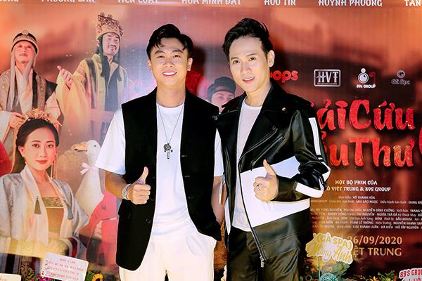 Nguyên Vũ diện trang phục Coco & Papa đến chúc mừng Hồ Việt Trung ra mắt MV