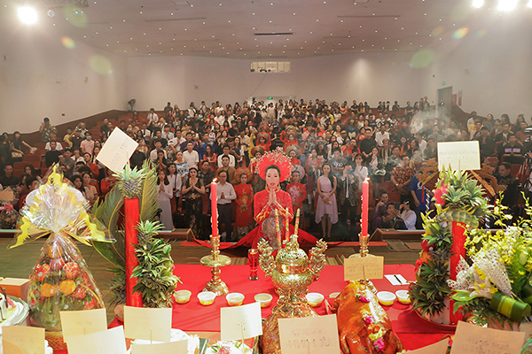 Sân khấu Trịnh Kim Chi tổ chức lễ giỗ Tổ sân khấu long trọng