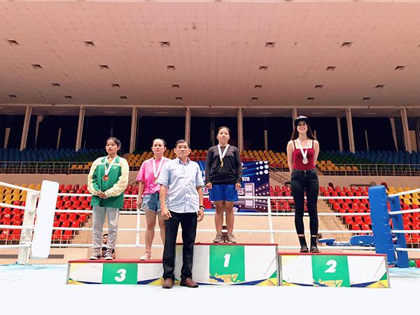 Diễn viên Mỹ Hạnh gây bất ngờ với giải bạc Boxing 2020