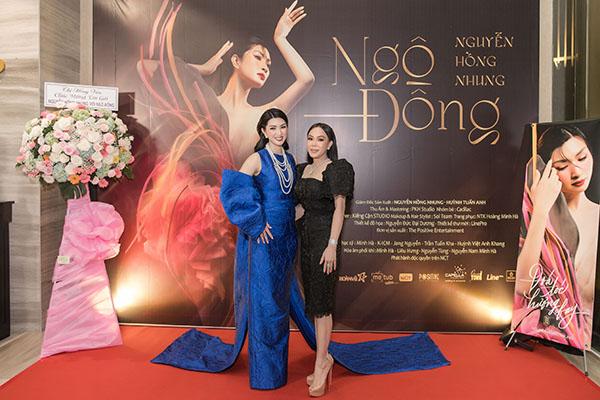 Việt Hương chúc mừng Nguyễn Hồng Nhung ra mắt album và ủng hộ miền Trung 50 triệu