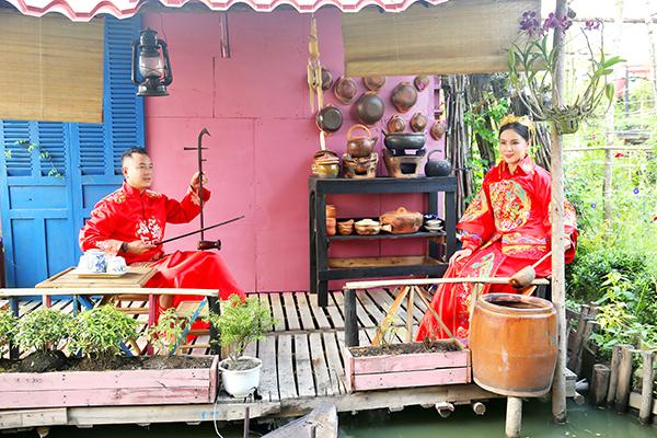 Đạo diễn Quyền Lộc tung bộ ảnh ngọt ngào kỉ niệm 8 năm cưới tại phim trường Tây Thiên Cổ Quán