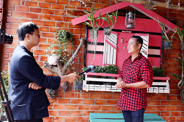 Sao Việt về Tây Ninh mừng đạo diễn Quyền Lộc khai trương Tây Thiên Cổ Quán