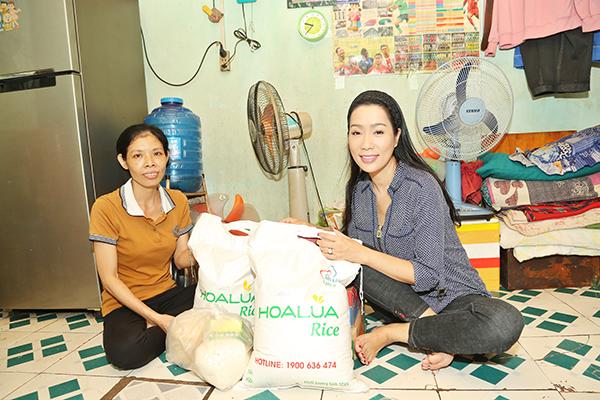 NSƯT Trịnh Kim Chi cùng Quỹ Gọi Yêu Thương xây nhà cho gia đình nghèo quận 12