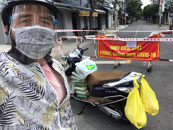 """Lý Nguyễn Vương: """"Ca khúc Cành khô hoa vẫn nở thôi thúc tôi cứu trợ bà con ở vùng dịch"""""""