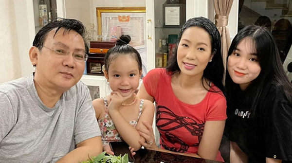 Trịnh Kim Chi đón tuổi 50 bên chồng đại gia