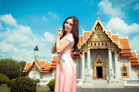 Người đẹp nổi bật trong mẫu áo dài mới của NTK Tommy Nguyễn