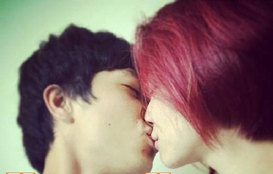 Lộ ảnh Công Phượng và Hòa Minzy hôn nhau