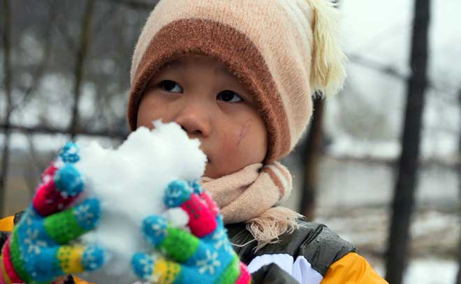 Những vị khách may mắn được nghịch tuyết Sa Pa