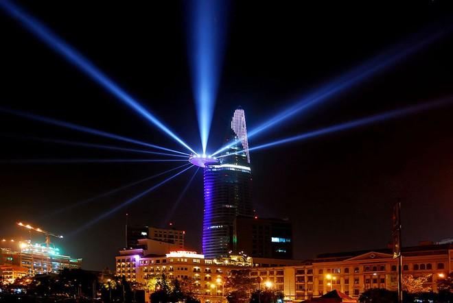 Những tòa nhà chọc trời tuyệt đẹp trong đêm Sài Gòn