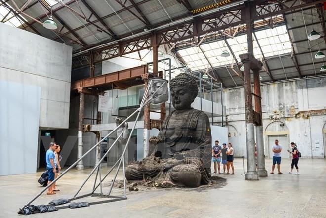 Triển lãm pho tượng Phật làm từ 20 tấn tro hương